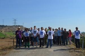 Participante en la marcha en el paso elevado de Selgua. JLP.