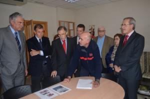 Suárez conoce la dotación del parque de Barbastro. JLP.