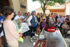 Paco Lasierra y la rondalla Aires Monegrinos en Pozán de Vero. JLP.