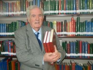 José Luis Iborte, rodeado de su pasión, los libros.