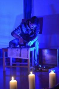 Performance 'The other side of death', de Creactiva Teatro, basado en un relato de Chusa Garcés, en la Feria del Libro Aragonés de Monzón. Estela Puyuelo.
