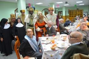 Los Reyes en el asilo de las Hermanitas. JLP.