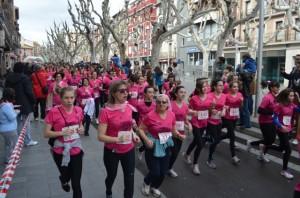 Más de 600 mujeres participaron en la carrera solidaria. JLP.
