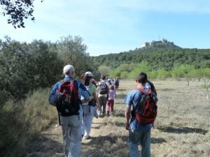 De marcha por el entorno de El Pueyo.
