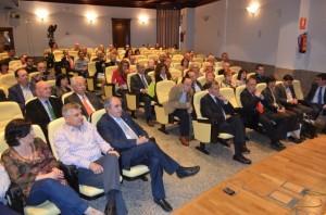 Numerosa afluencia de público en la conferencia. JLP.