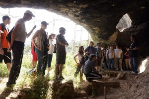 Visita a la cueva del Trucho. UNED.