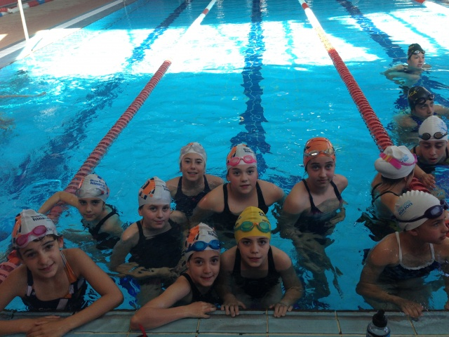 Las pruebas de la escuela de nataci n de monz n comienzan for Piscinas de monzon