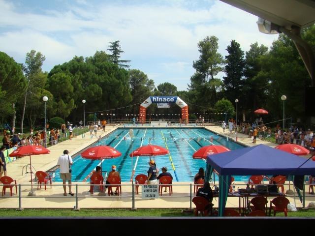 Airon club monz n abre las piscinas de verano el 6 de junio for Piscinas de monzon