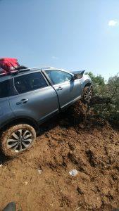 Cuatro zaragozanos resultan heridos graves al chocar su coche contra un olivo en Barbastro