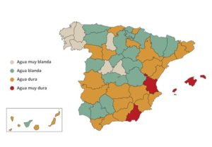 Imagen del mapa de distribución esquemática y simplificada de la dureza de las aguas en España © 2019 tuandco.com.