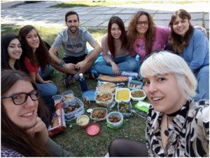 """Imagen de una quedada de realfooders intercambiando recetas en lo que fue un """"tupper fooding"""" © Alejandro Lisa"""