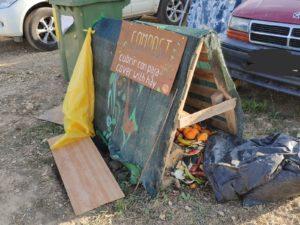 Imagen de una de las zonas habilitadas para depositar residuos sólidos orgánicos, que se utilizarán a posteriori para hacer Compost en el festival Own Spirit en Baldellou © Alejandro Lisa