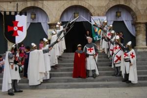 El joven Jaime I escoltado por los templarios de Monzón. Foto JLP.