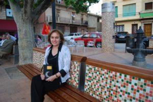 La autora en el Portal del Sol de Estadilla. Foto: José Luis Pano.