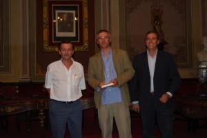 Luis Fernando Chivite con Sánchez y Cosculluela. Foto JLP.