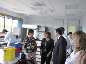 La consejera Noeno en su visita al Hospital de Jaca. Foto S.E.