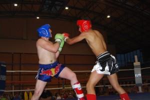 Soufian, de rojo, peleará por el título de Aragón. Foto JLP.