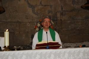 José María Arnal durante una misa. Foto JLP.
