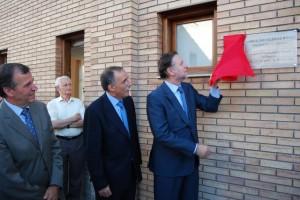 Iglesias descubre la placa inaugural. Foto JLP.