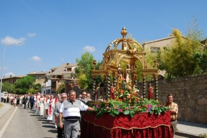 Procesión de las santas Nunilo y Alodia en Adahuesca. Foto JLP.