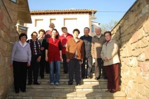 Estela Puyuelo y el grupo de Estudio de Patrimonio de Abiego. Foto Pilar Cuello.