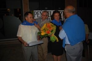 Noguero y Campo reciben la pañoleta como portaleros de honor. Foto JLP.