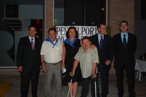 Balbina y Pepe junto al mantenedor, presidente de la peña, alcalde y concejal de fiestas. Foto JLP.