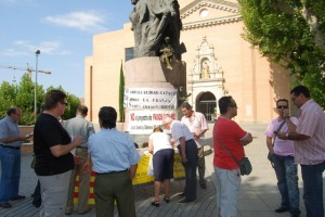 Firmantes contra la Ley de Lenguas en Monzón. Foto JLP.