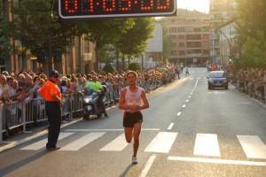 Martín Fiz entrando en meta. Foto José Luis Pano.