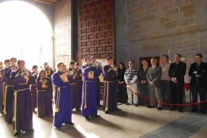 Las cofradías entrando en la Catedral de Barbastro. Foto JLP.