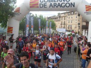 Más de cien corredores tomaron la salida desde Alquézar. Foto S.E.