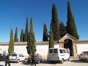 Entrada al cementerio de Barbastro.