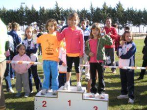 Tres niñas en el podium al terminar el Mini Chistavín. Foto D.L.