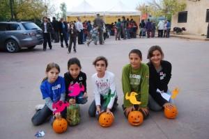 Un grupo de niños con sus calabazas. Foto JLP.