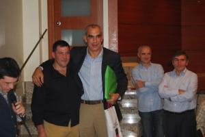 Miguel Ángel Almazorre, presidente de la peña con Andoni Cedrún. Foto Estela Puyuelo.