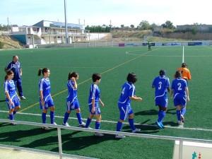 Las jugadoras de Peña Ferranca Maderas Planes saltan al campo. Foto R.S.
