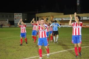 Los jugadores del Atlético Monzón. Foto JLP.
