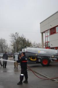 Demostración de las cubas de agua. Foto JLP.