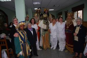 Los Reyes Magos en la residencia de las ermanita. Foto JLP.
