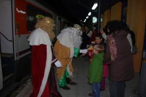 Los Reyes Magos llegaron a Monzón en tren. Foto JLP.