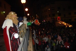 Los Reyes Magos saludaron a los montisonenses. Foto JLP.