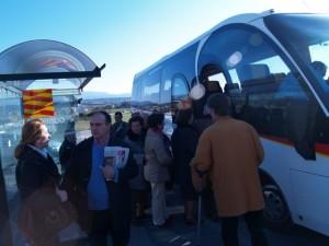 El autobús que recorre la línea de Binéfar al Hospital de Barbastro. Foto JLP.