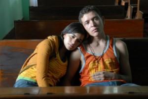 2009: Sundance: Mejor dirección y mejor fotografía / Thriller. Drama. Inmigración / SINOPSIS: Sayra (Paulina Gaitan), una adolescente hondureña, se reúne con su padre para viajar con él a los Estados Unidos; a partir de Chiapas, viajan en el techo de un vagón de carga, en donde son vulnerables a la naturaleza y a la violencia. Mientras tanto, en un grupo de maras uno de sus miembros se separa y huye en un tren de carga. (FILMAFFINITY).