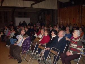 """Un centenar de personas acudieron a la representación de """"La venganza de don Mendo"""" en Estada. Foto: P. Velázquez."""
