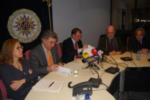 Firma del acuerdo entre la UNED y el centro de Barbastro. JLP.