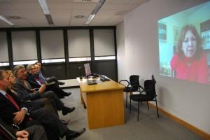 Conexión por videoconferencia con la directora del centro de Bruselas de la UNED. JLP.