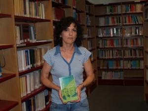 Marisol Catalán, con su libro sobre los Argensola. JLP.