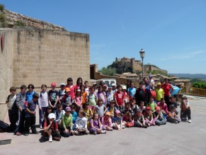Los escolares posan en Alquézar. Carmen Guardia.