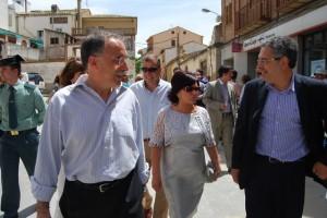 Facerías, Gracia y Silva paseando por Peralta. JLP.