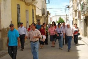 Los vecinos recorrieron las calles de Peralta de Alcofea. JLP.